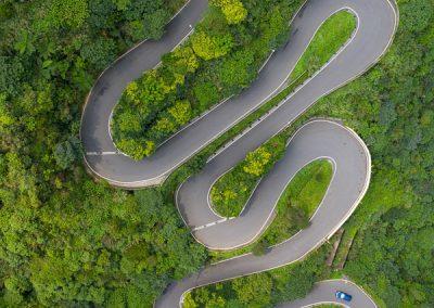 Horská silnice z dronu v Jiufenu na severu Taiwanu