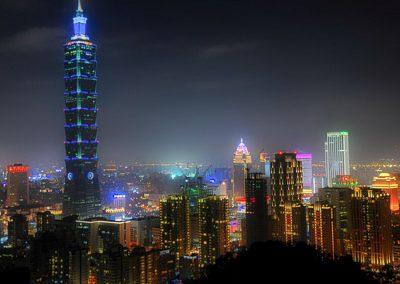 Noční pohled na Taipei 101 na ostrově Taiwan
