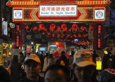 Noční trh Raohe Night Market v hlavním městě Taipei