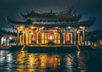 Noční pohled na Konfuciův chrám v Tchaj-pej