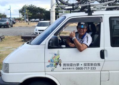 Doprovodné vozidlo Giant na cyklozájezdu na Taiwanu