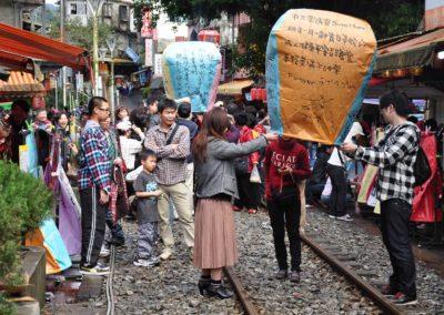 Lucerny štěstí ve vesnici Shifen na severu Tchajwanu