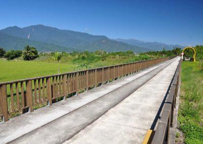 Cyklostezka podél rýžových polí na východě Taiwanu