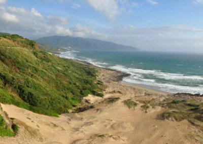 Písečné duny a pláž v národním parku Kenting na jihu Taiwanu