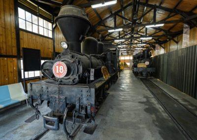 Historická lokomotiva ve vesnici Fenchihu poblíž Alishanu