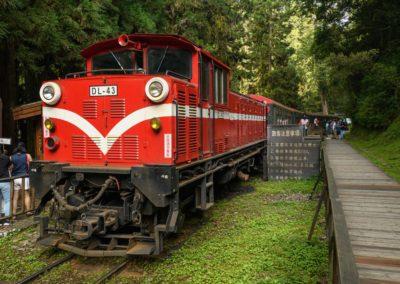 Alishanská železnice v horské oblasti Taiwanu