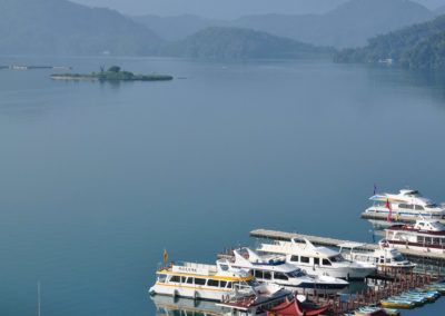 Přístav lodí na jezeře Slunce a Měsíce na ostrově Tchaj-wan