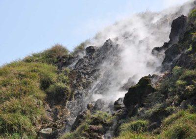Kouřící fumaroly v NP Yangmingshan na ostrově Tchaj-wan