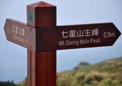 Turistické značení v národním parku Yangmingshan na ostrově Tchaj-wan