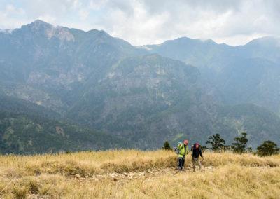 Turisté při výstupu na horu Xueshan v národním parku Sheipa