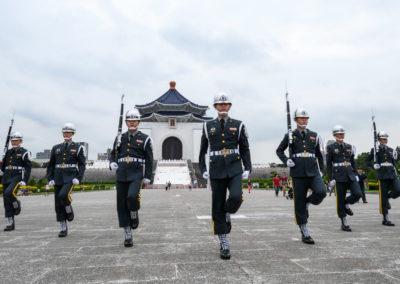 Střídání stráží v Taipei před Chiang Kaishek Memorial Hall
