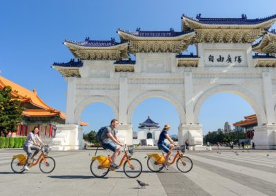 Chiang Kai-shek Memorial Hall v hlavním městě ostrova Taiwan a sdílená kola YouBike
