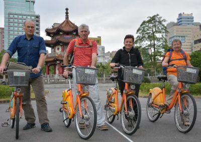 2-28 Park v Taipei a jízda na kolech YouBike na Taiwanu