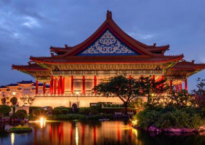 Noční pohled na národní divadlo v Taipei