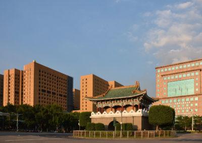 Východní Brána (East Gate) uprostřed kruhového objezdu v centru Taipei