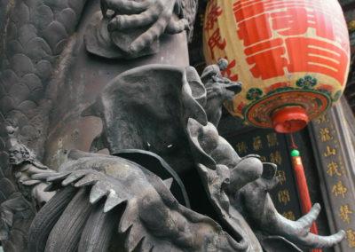 Výzdoba a tradičná čínské lucerny v taoistickém chrámu