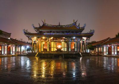 Konfuciův chrám v Taipei ve večerních hodinách (Confucius Temple)