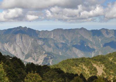 Panorama pohoří Yushan a Alishan