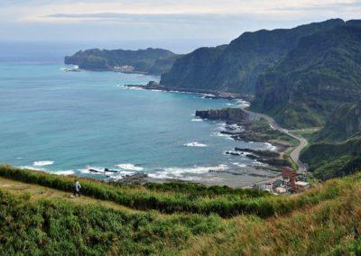 Stezka podél moře u vesnice Nanya na severu Taiwanu