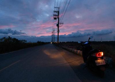 Noční jízda na motorce na jihu Taiwanu