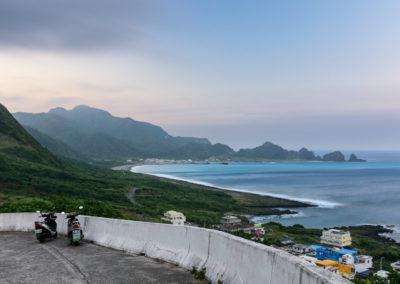 Dva skútry na ostrově Orchid Island patřící Taiwanu
