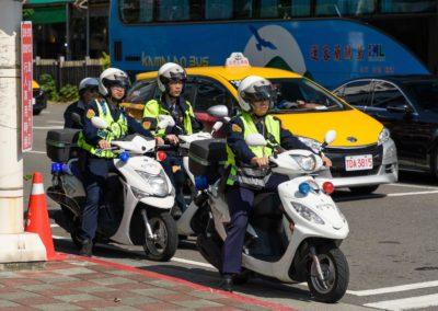 Taiwanská policie na skútrech