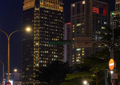 Skútry čekají na zelenou na křižovatce v Taipei