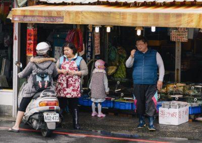 Čerstvá ryba koupená přímo z motorky v přístavu Keelung