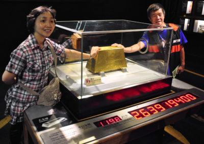 Největší zlatá cihla na světě v muzeu zlatokopectví vesnice Jinguashi