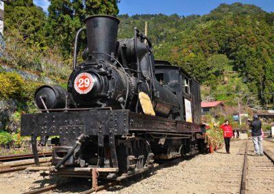 Alishanský vlak ve vesnici Fenqihu ve vnitrozemí Taiwanu