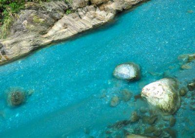 Průzračná řeka Liwu protékající soutěskou Taroko