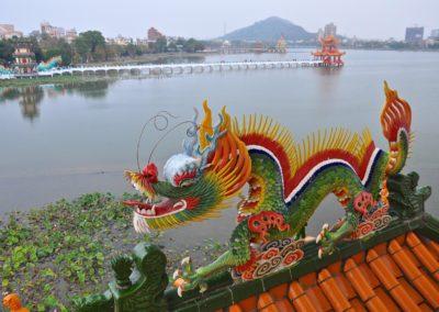 Lotusové jezero v Kaohsiung je plné chrámů