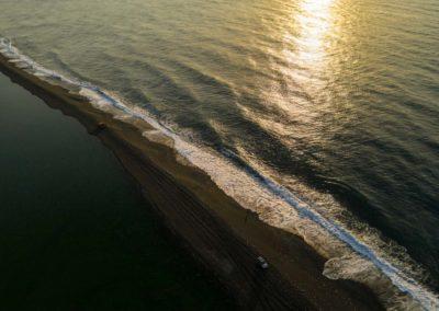 Dlouhá písečná pláž u města Nanao na východě Tchaj-wanu