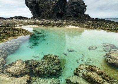 Mořské útesy a tyrkisová voda na ostrově Green Island